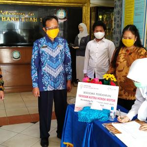 Yayasan AHM Salurkan Beasiswa Pendidikan Untuk Belajar Di Masa Pandemi